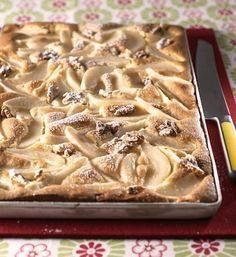 Ein ganzes Blech voller Kuchenglück: Von diesem Birnen-Nuss-Kuchen können wir nicht genug bekommen!