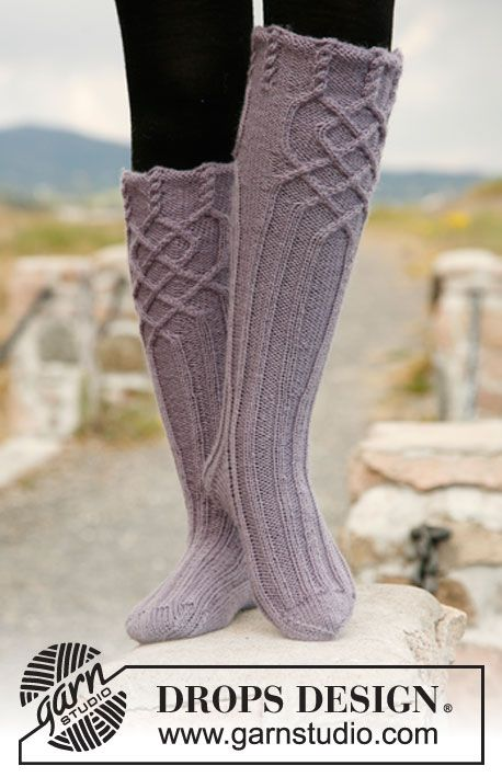 "Riverdance - Knitted DROPS socks with cables in ""Karisma"". - Free pattern by DROPS Design"