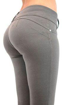 Voel je mooi en gewenst met de Shaping Butt Lift broek. Deze broek accentueert je rondingen rond de billen, taille en dijen. #kadehandel #trendyleggingsfashion #broek #corrigerende #grijs