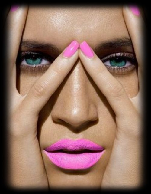 Matching nails with pink lips...love it!