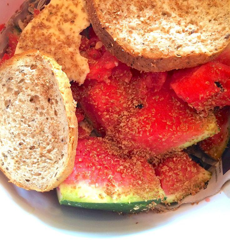Det eneste man skal unngå i en bokashi-bøtte er veldig våt mat. Vår gjesteblogger fylte likevel spannet med 3kg vannmelon og litt brød. Se hvordan det gikk: