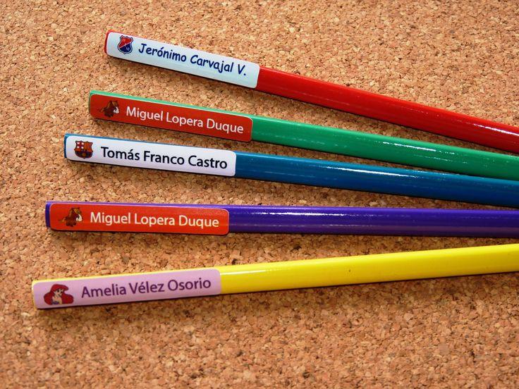 TA 7: Quieres que no se te pierdan tus lápiz, colores,bolígrafos u objetos pequeños. Personaliza todo con etiquetas auto adhesivas  pequeñas