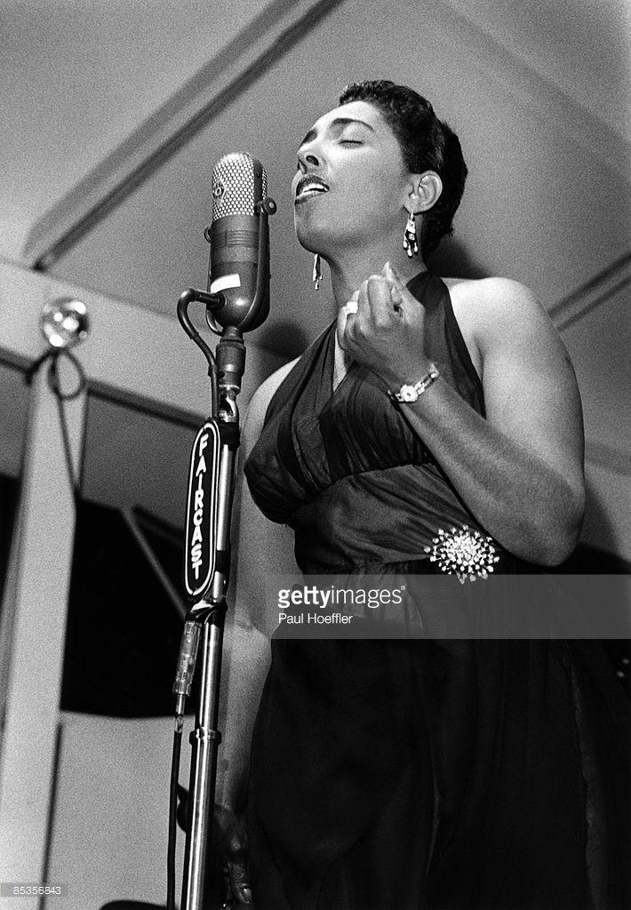 Carmen Mercedes McRae (1922 - 1994) fue una cantante de jazz, compositora, pianista y actriz estadounidense. Fue contemporánea de Ella Fitzgerald y Sarah Vaughan, y considerada la virtual sucesora de Billie Holiday. A través de 60 álbumes registrados y una carrera que la llevó a Europa, Sudamérica y Japón. McRae se inspiró en Billie Holliday, pero creó su propia y reconocible voz, siendo sus irónicas interpretaciones de las letras de las canciones lo que la hicieron inolvidable.
