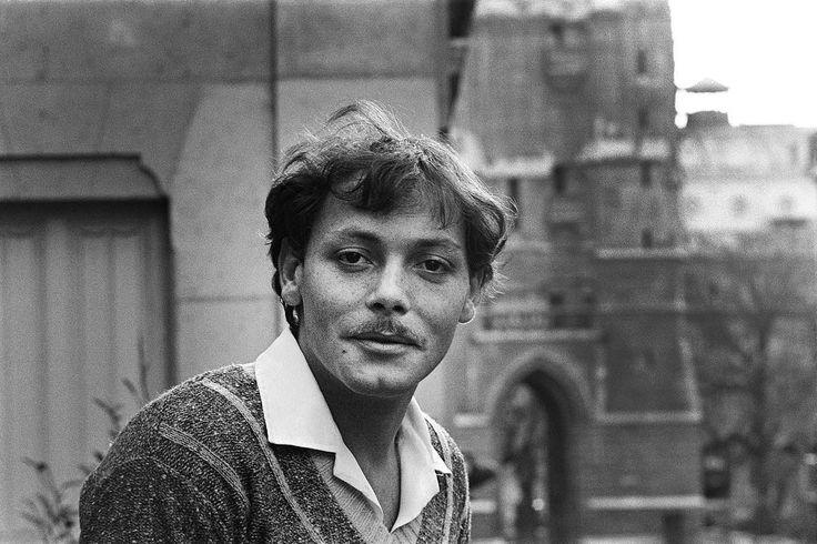 @parismatch_magazine Un jour en France . Portrait de l'acteur Patrick Dewaere qui vient de tourner dans 6 films cette année 1975, dont «Adieu Poulet» de Pierre Granier-Deferre. Photo: Gilles Virgili / #ParisMatch.