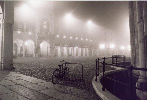 Piazza Grande con la nebbia