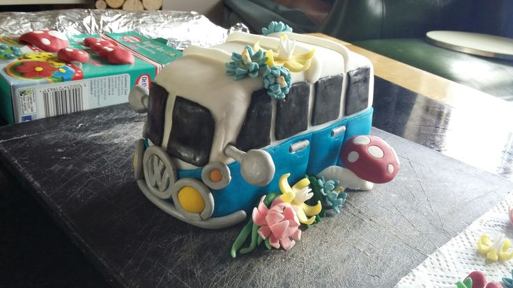 Camper van mini cake, 100%edible decorations by Danielle Smith ( Rockylicious Cakes )