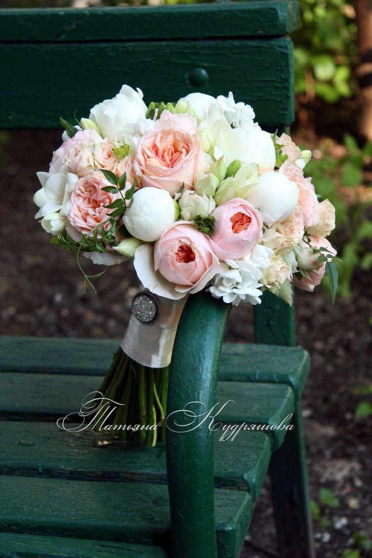 Букет невесты из розы Дэвид Остин, пионов, и  протеи - серрурии