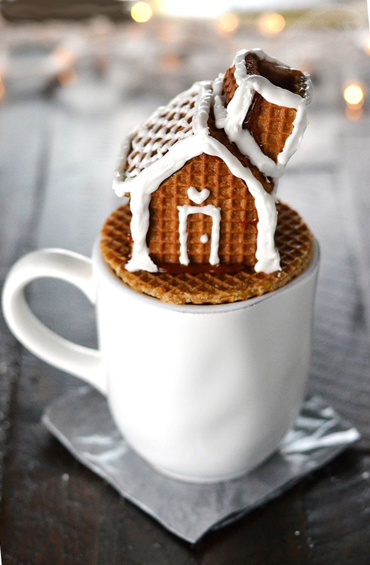Stroopwafel house mug topper with a functioning chimney for the steam to escape
