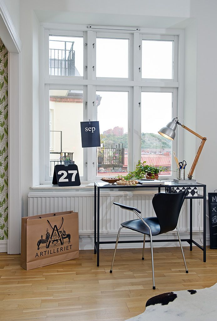 Home Office ǁ Fritz Hansen products: Series 7™ armchair by Arne Jacobsen