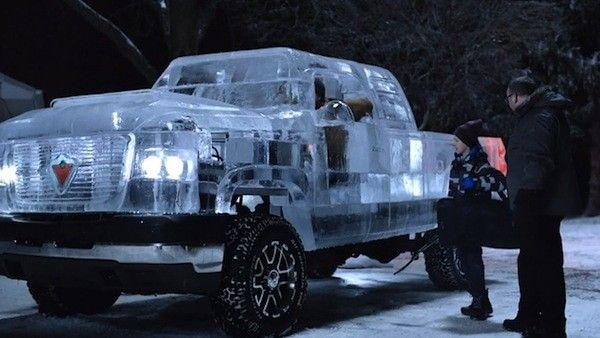 Thích thú với chiếc xe tải làm từ băng tuyết chạy bon bon trên đường phố 1