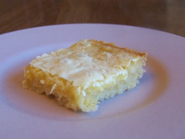Luscious low carb lemon square bars that are very close to the real thing. These yummy treats are made with a blend of almond flour and Carbquik.