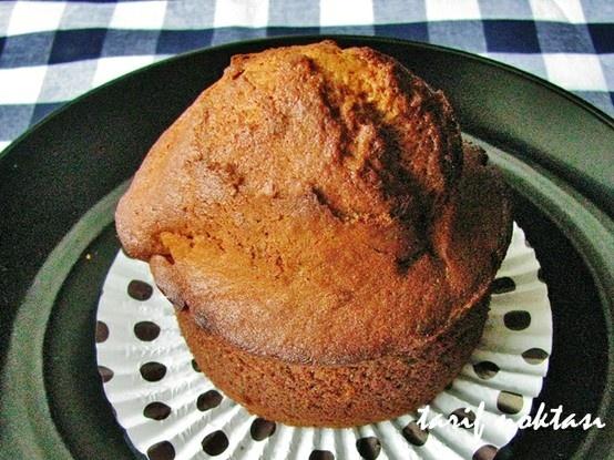 havuçlu bademli cupcake tarifi,  Şeklinden dolayı bu adı alan cupcake, her türlü kek hamuruyla yapılabilir. Klasik kek hamuruyla yapabileceğiniz gibi çok farklı katkılarla da yapabilirsiniz. ben badem ve havuç kullandım. tarçın ilavesi de ayrı bir lezzet veriyor bu keke.