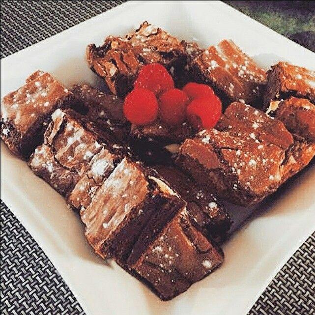 Brownies (white chocolate and raspberries)