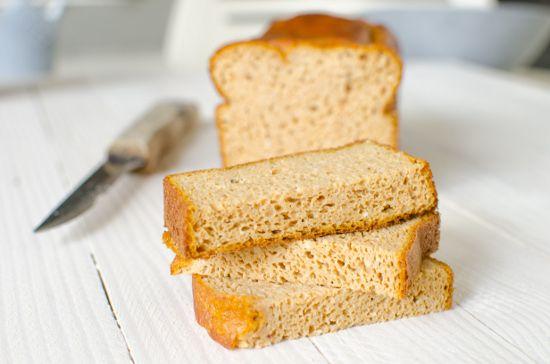 C'est la première fois que je publie une recette de pain paléo à la patate douce sans gluten sur ce blog.