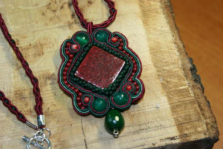 Μενταγιόν φτιαγμενο με την τεχνικη του soutaze σε χρωματα μπορντω και – Handmade Greek Jewellery