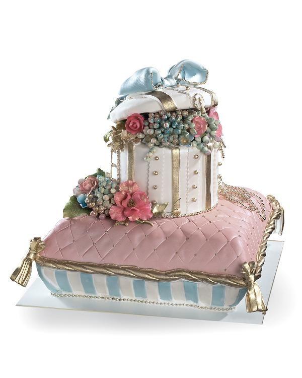 Pillow Cake with Classic Charm / Dessert Gourmet Bakery and Café @ http://www.dessertdelibakery.com