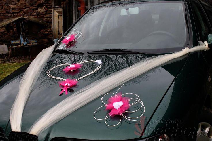 Fuchsiová svatební dekorace na auto. www.belshop.cz