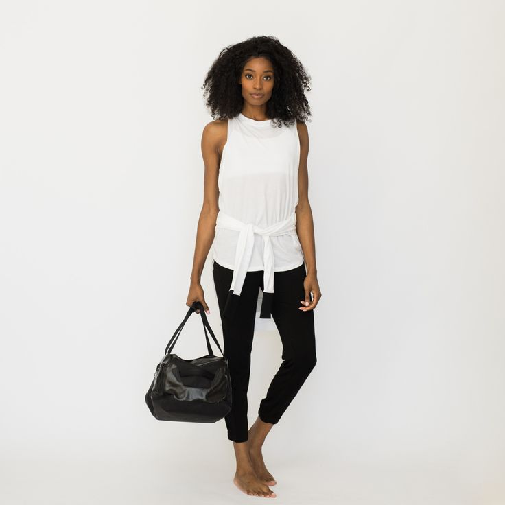 Your perfect go to outfit for traveling! This 5-piece value set includesbest selling Lunyapieces that are travel transitional and can be dressed up, down, worn as a coverup, on an airplane, and to bed.This comfy travel clothing set includes the Siro Joggers, Pima Muscle Tee, Pima Long Sleeve, Siro Bralette, Siro Sleep Brief, and comespackaged in a Lunyalaundry bag.   Great for long flights and sleeping on airplanes Easilymix and matched basic pieces thatdouble as ...