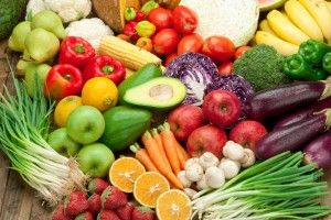 Our bodies thrive on all that is fresh and vital. Raw food diets promote eating and drinking 'living' food. A diet of at least 75% raw food offers numerous health benefits, starting with weight loss and detox. Read about all the benefits of a raw food diet and try some simple but yummy recipes!
