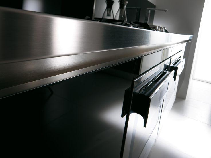 Guardate i dettagli che rendono questa #cucina un pezzo unico ed esclusivo dal forte impatto in termini di design!