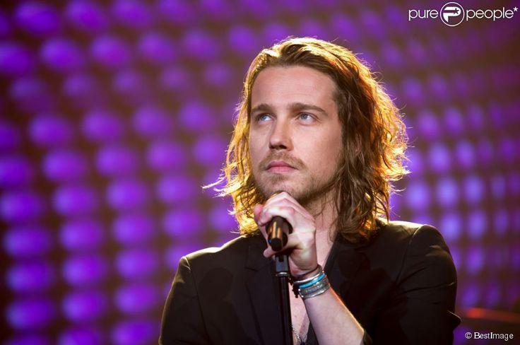 Julien Doré - Concert anniversaire de la radio RFM pour ses 33 ans sur la scène des Folies Bergère à Paris le 16 juin 2014.16/06/2014 - Paris