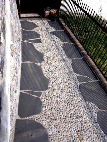 Pavimentazione cortili per esterno abbinamento materiali - Pavimentazione esterna casa di campagna ...
