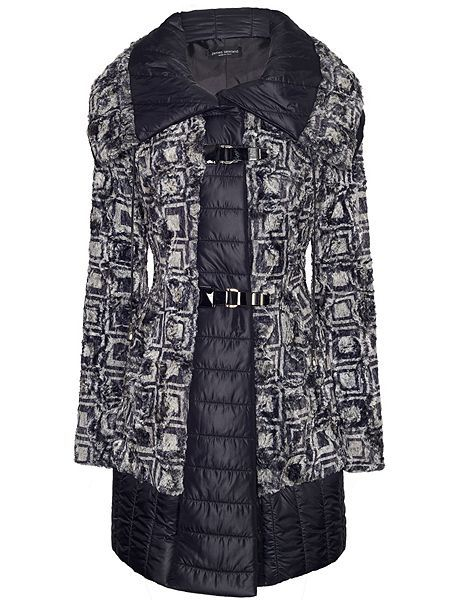 James Lakeland printed faux fur coat with large collar and faux leather fastening. It has side pockets and is quilted inside for extra warmth. A well fitted coat which looks stylish and unique.
