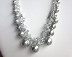Collar de racimo en oscuridad de perlas por CreationsbyCynthia1