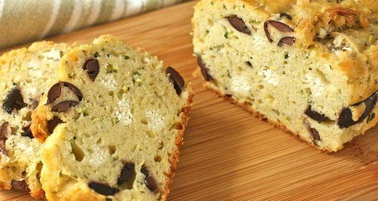 Deze hartige cake met feta en olijven van Yvette van Boven, is een heel makkelijk te maken recept en perfect in combinatie met een frisse salade.