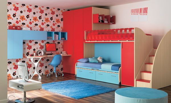 With a different color scheme on the flower print wall, this would be a perfect boys room! Found on homedit.com