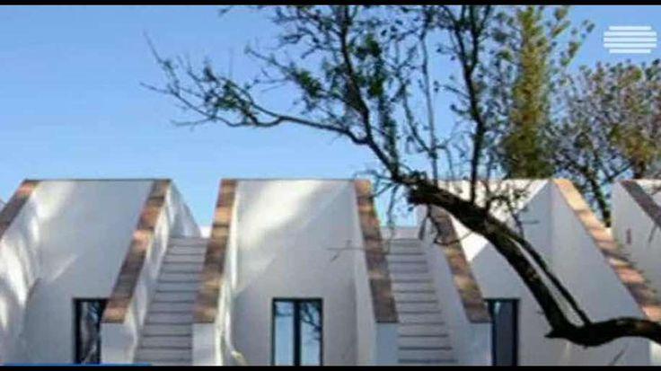 O projeto casa modesta no Algarve foi distinguido por uma platafoma online na categoria de hóteis. É um premio internacional de arquitetura, atribuído em Nova Iorque. A casa premiada é de turismo rural e fica em Moncarapacho Foi construída com os materiais típicos da região, tendo em conta o traçado inicial.