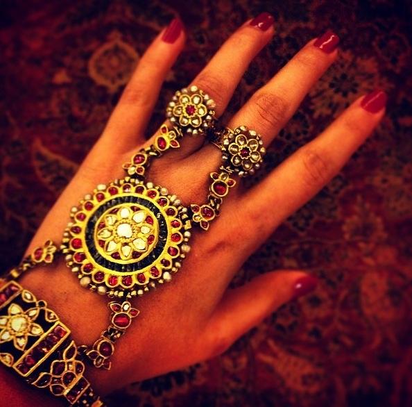 #haathphool #amrapali #gold #kundan #rings #bracelet #hand#jewellery #hathphool