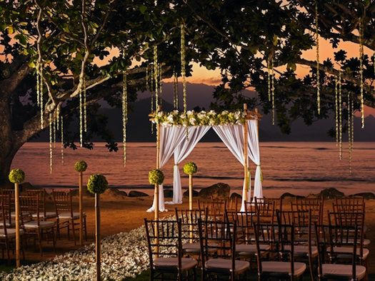 What more decor do you need besides this simple white mandap with a background like this!