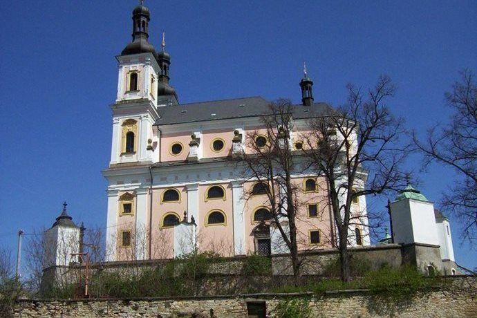 Kudy z nudy - Poutní kostel Panny Marie na Chlumku v Luži