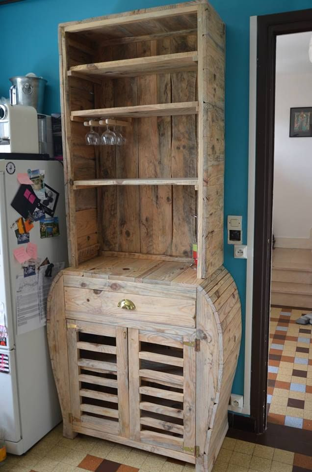 PALLET SHELVING-INTERESTING DESIGN Like our Facebook page! https://www.facebook.com/pages/Rustic-Farmhouse-Decor/636679889706127