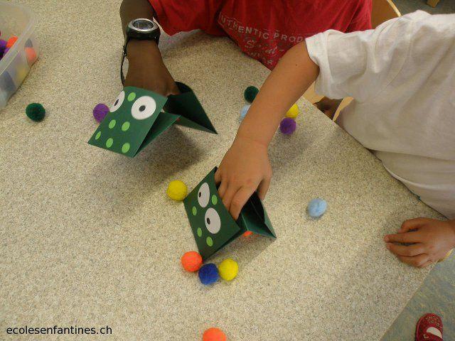 École enfantine maternelle enseignement jeu grenouilles motricité