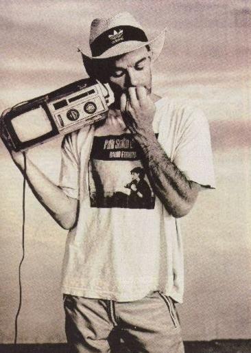 R.E.M. - Shiny Happy People - Michael Stipe - https://www.youtube.com/watch?v=iCQ0vDAbF7s