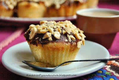 Muffiny a'la snikers, z masłem orzechowym, czekoladą i orzeszkami