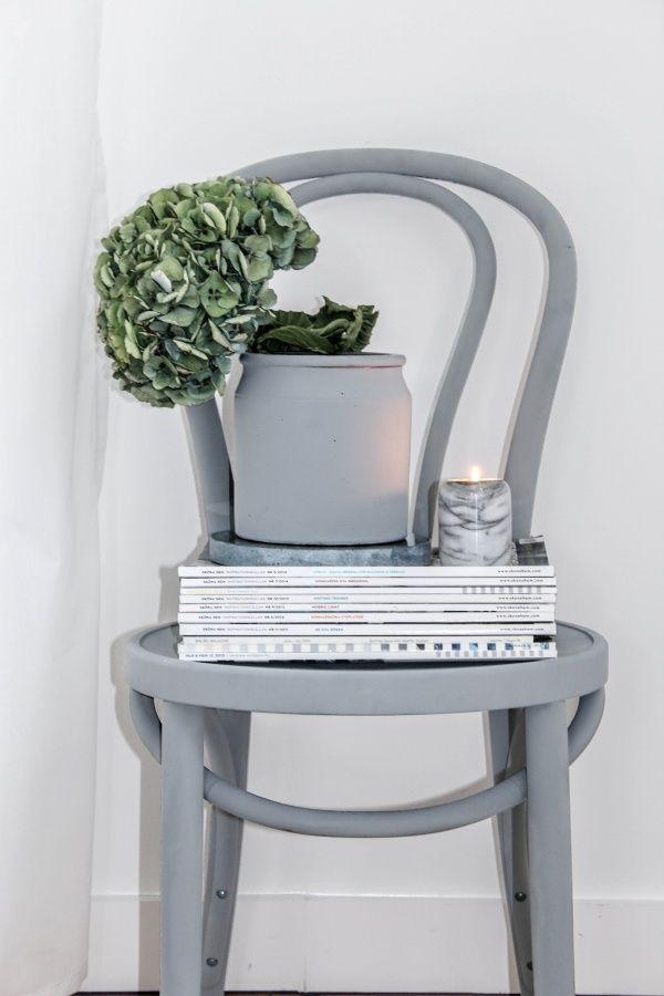 Idé till stolarna jag får från syrran - måla de gråa.