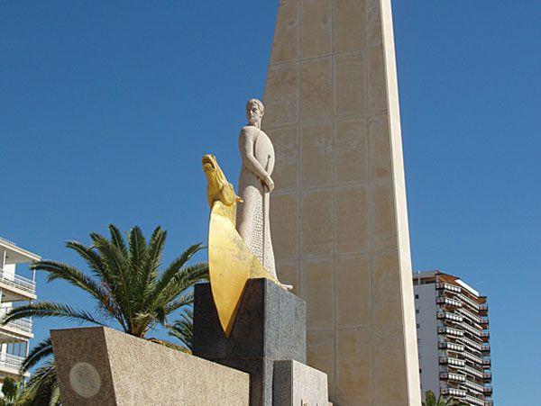 Monumento a Jaume I en el Paseo Marítimo de #Salou http://www.hotelessalou.net/?page=paseoporsalou.php
