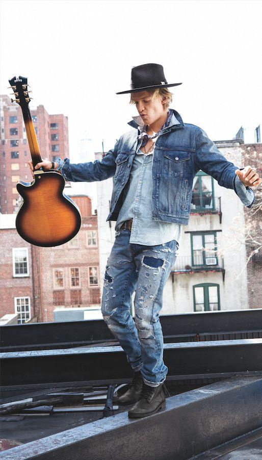 Cody Simpson, le nouveau visage de Denim & Supply Ralph Lauren, porte une veste en jean Chester d'inspiration vintage.