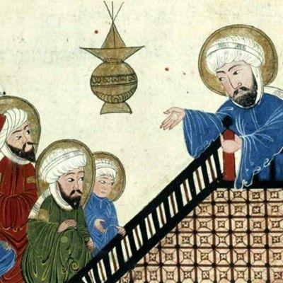 Яке ім'я було у першої дружини пророка Мухаммеда? Хадіджа! Хадіджа була першою, хто повірив в Пророка Мухаммеда, і матір'ю його єдиних дітей. Вона була з родини, котра сповідує іудаїзм, проте сама єврейкою не була. Факт, що з моменту її шлюбу з Мухаммедом і до її смерті, Пророк був моногамним, створив теорію, що вона можливо була християнкою.
