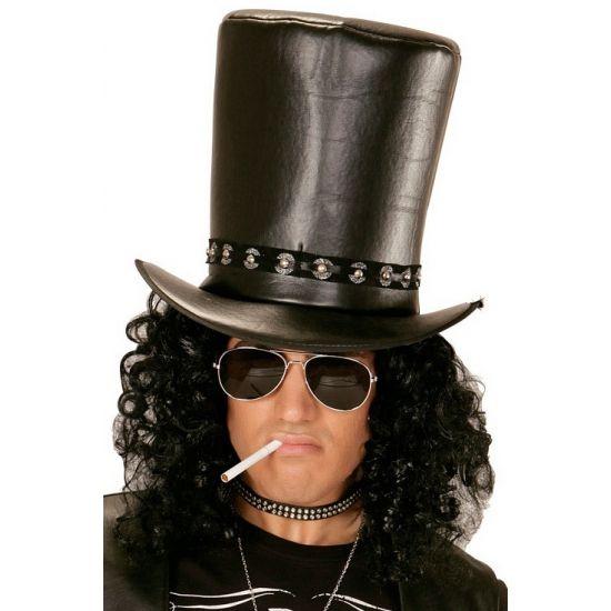 Hoge lederlook rocksterren Slash hoed. Deze hoge hoed in de kleur zwart is geschikt voor volwassenen en past perfect bij een carnavals- of verkleedfeestje! De hoed heeft een stoere lederlook en is voorzien van zilveren studs.