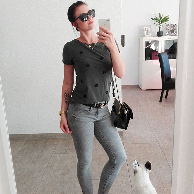 Me and my french ;) #outfit #outfitoftheday #lookoftheday #lookbook #only #bestoftheday #bestseller #fashion #fashionblogger #blogerkycz #blogged #blogger #frenchie #frenchbulldog #buldocek #bulldog #like4like #instafashion #instadaily #tattooedgirls #tattoo