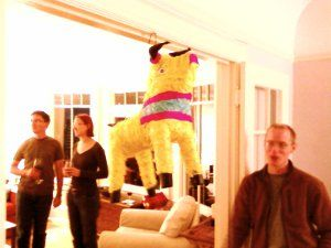 Hay tantas posibilidades cuando se trata de ideas para piñatas para adultos para dejar volar tu imaginación.