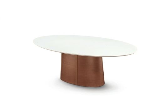 Mesa de jantar oval, com detalhe na base de madeira riscado  Estrutura: Madeira ecologicamente correta  Dimensões: 1,80 x 1,10 x 0,78 / 2,00 x 1,20 x 0,78 / 2,20 x 1,20 x 0,78 / 2,40 x 1,20 x 0,78 / 2,60 x 1,25 x 0,78  Acabamento: Madeira – Nogueira / Castanho / Preto  Laca Brilho ou Fosco: Branco / Off White / Fendi / Turquesa / Preto / Amarelo / Vermelho / Cores metalizado -Silver Gold / Grafite / Red. Vermont