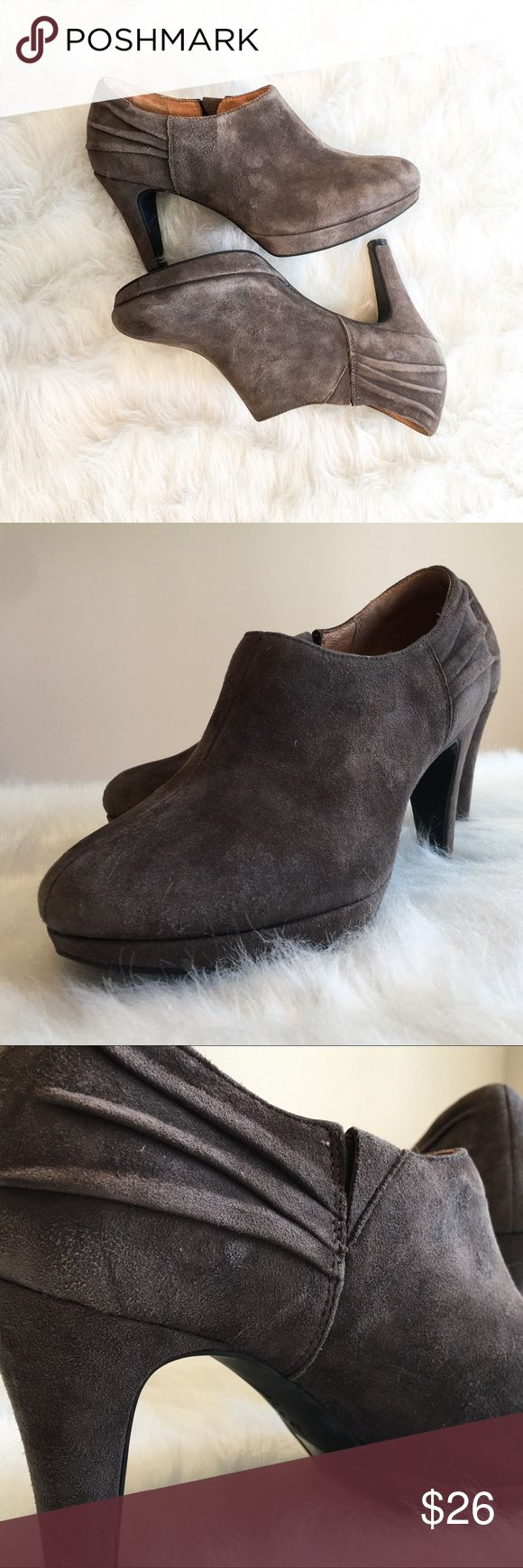 Clark's Indigo Gray Bootie Heels Clark's Indigo gray suede bootie heels. Size 6. Only worn a few time! GUC. They do seem to have a few light scuff marks. VERY COMFORTABLE! No box. ❌ No Trades ❌ No off Poshmark transactions ❤️ Bundle and save 📬 Fast shipper ❤️ I love reasonable offers Clarks Shoes Ankle Boots & Booties
