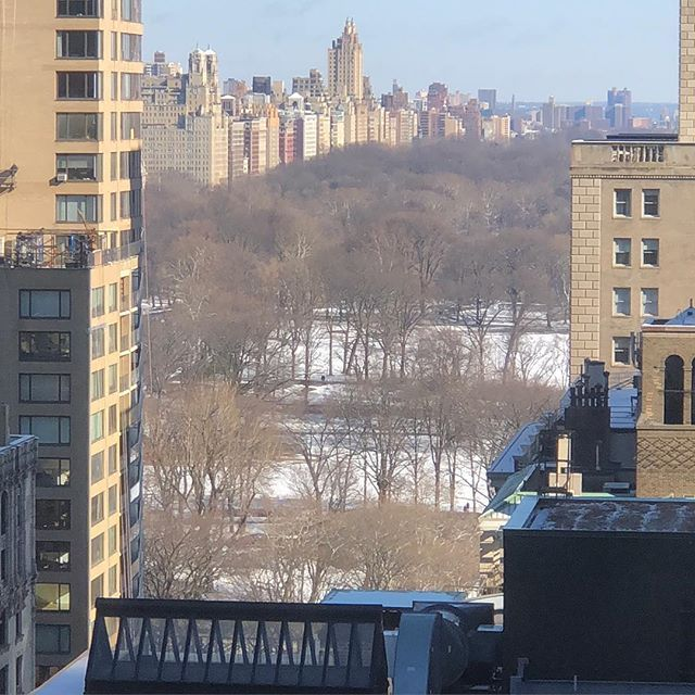 Snow in #newyork. As visitor from #australia it looks great. Beautiful blue sky and crispy weather.