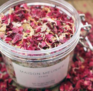 Les sels de bain tranquillité de MAISON MEUNIER, aux sels roses de l'Himalaya, aux sels d'Epsom et au Kaolin (argile blanche), vous apportent durant votre bain un réel moment de relaxation et de sensualité. #beauté #naturelle #biologique #bio #natural #cosmetic #cosmétiques #NUOO #vegetaloil #huilevegetale #visage #beauty #skin #peau