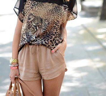 Completo maglia con stampa  e pantaloncini corti